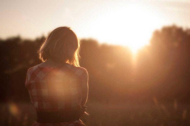 ragazza tramonto