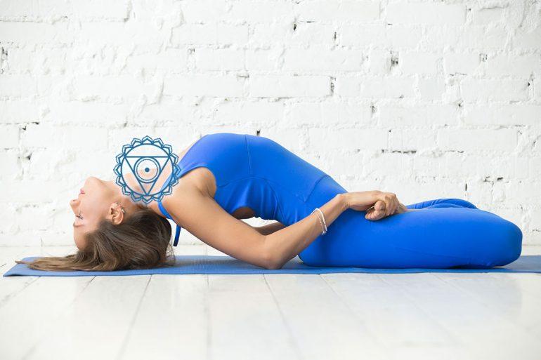 esercizi yoga per il quinto chakra